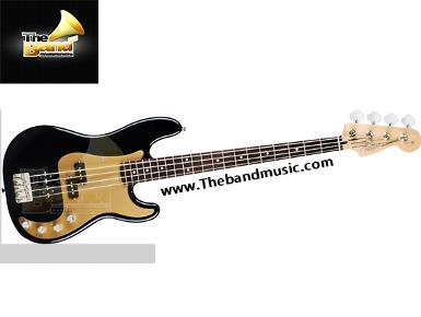 <h2>Fender Deluxe Active Precision Bass Special</h2>